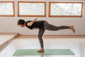 yoga-airplane-pose