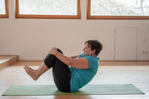 pilates-ball-rolling